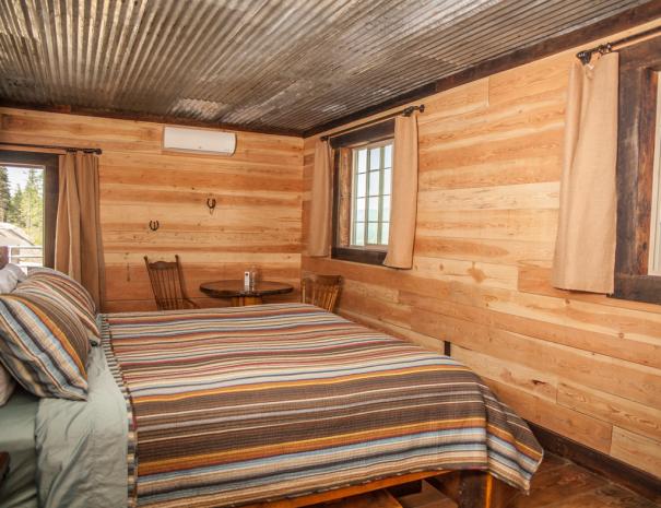 Longhorn_bed_table_from_door