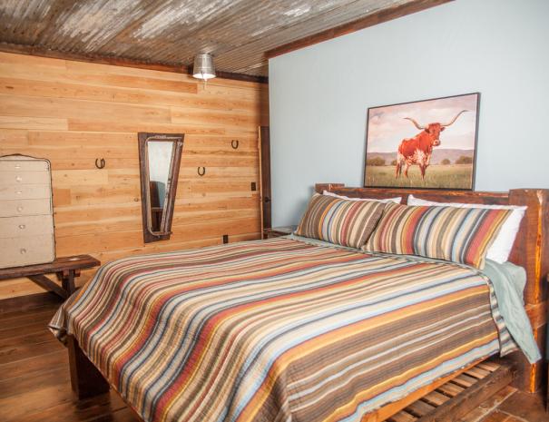 Longhorn_king_bed_dresser